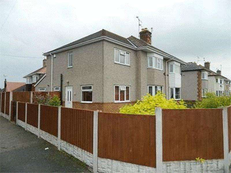 4 Bedrooms Semi Detached House for rent in Weaver Avenue, Rhyl