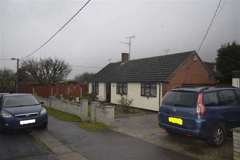 3 Bedrooms Detached Bungalow for sale in Bowers Court Drive, Basildon, Essex