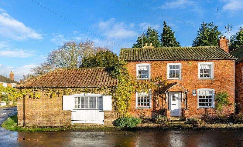 4 Bedrooms Cottage House for sale in Moat Lane, Old Bolingbroke
