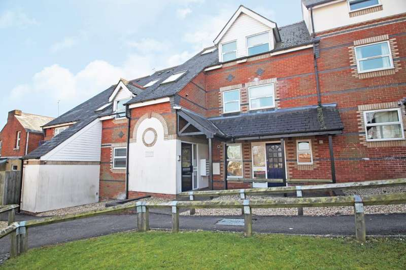 2 Bedrooms Flat for rent in Dayworth Mews, Lundy Lane, Reading, Berkshire, RG30