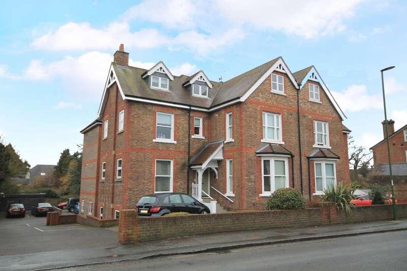 2 Bedrooms Flat for sale in High Street, Billingshurst, RH14