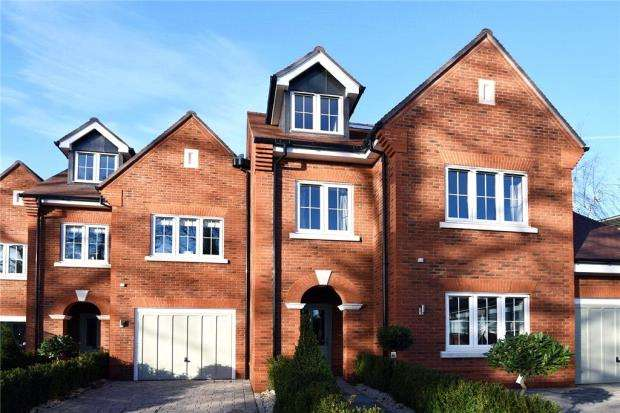 4 Bedrooms End Of Terrace House for sale in Cliddesden Road, Basingstoke, Hampshire