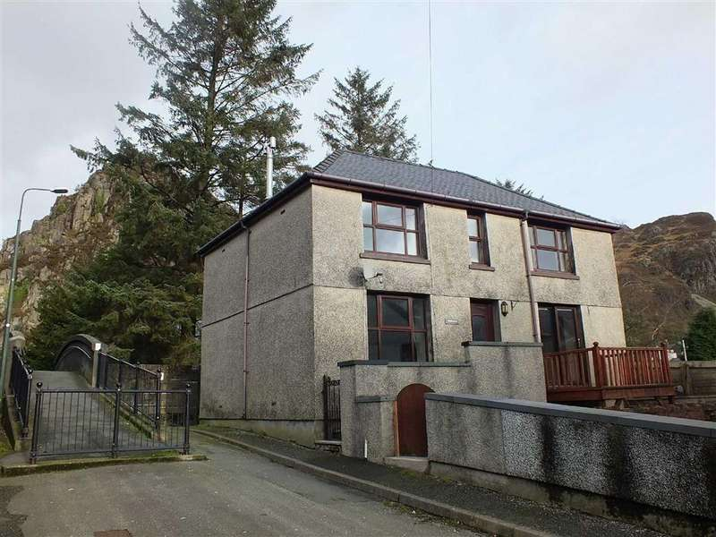 3 Bedrooms Detached House for sale in The Square, Blaenau Ffestiniog