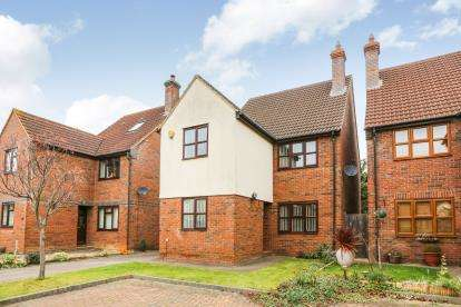 4 Bedrooms Detached House for sale in Rothbury Close, Sandy, Bedfordshire