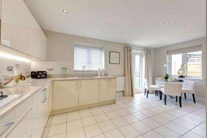 3 Bedrooms End Of Terrace House for sale in Bramley Road, Aylesbury