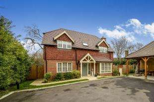 4 Bedrooms Detached House for sale in Kingsmead, Cemetery Lane, Ashford, Kent