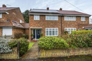 3 Bedrooms Semi Detached House for sale in Reynolds Avenue, Chessington, Surrey