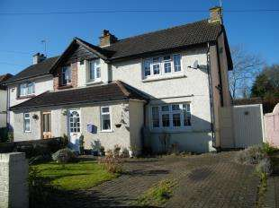 3 Bedrooms Semi Detached House for sale in Wood Lane, Caterham, Surrey