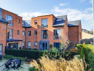 1 Bedroom Flat for sale in Turner House, St Margarets Way, Midhurst, West Sussex