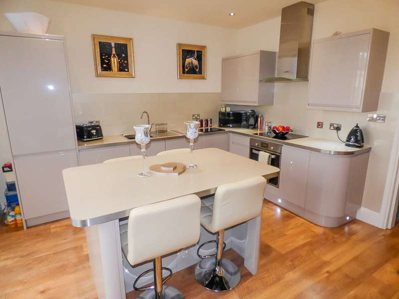 3 Bedrooms Semi Detached House for sale in Waterloo Road, Blackpool, Lancashire
