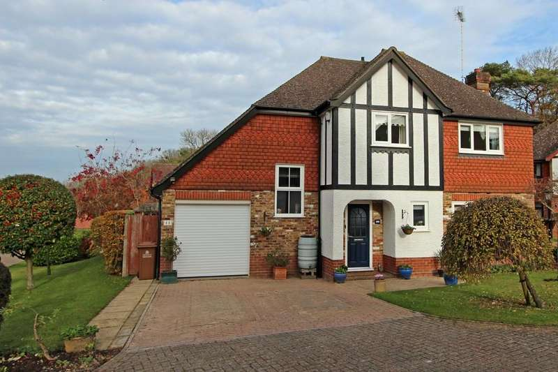 4 Bedrooms Detached House for sale in Willowbank Gardens, Tadworth