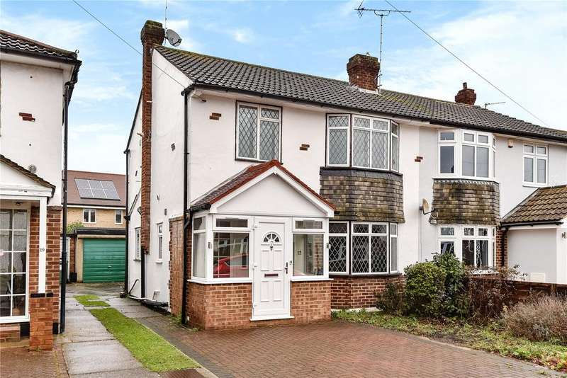 3 Bedrooms Semi Detached House for sale in Carter Close, Windsor, Berkshire, SL4