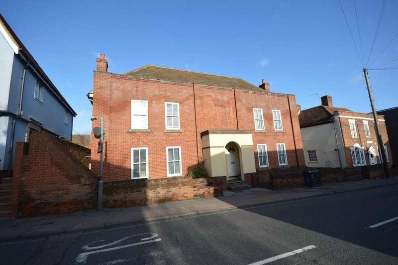 3 Bedrooms Semi Detached House for sale in Hythe Hill, Colchester