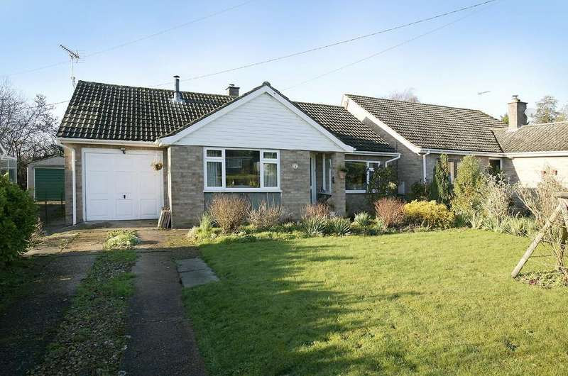 2 Bedrooms Detached Bungalow for sale in Chantry Lane, Necton