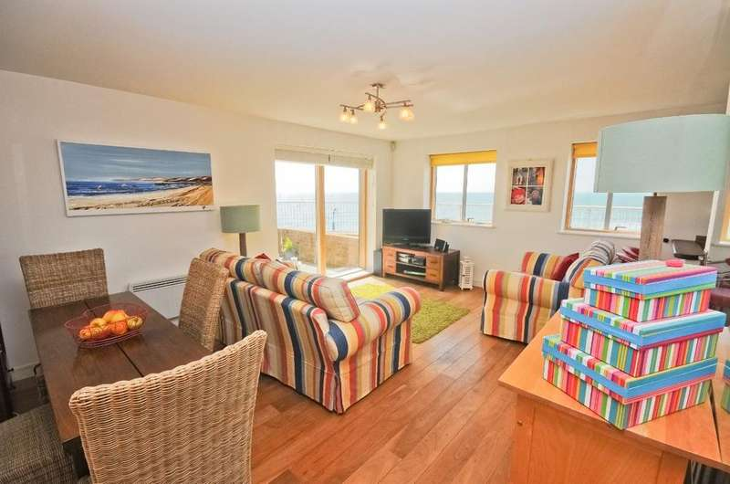 2 Bedrooms Apartment Flat for rent in Honeycombe Beach, Bournemouth BH5