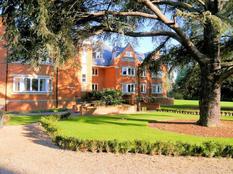 3 Bedrooms Apartment Flat for sale in Lambton House, Longbourn, Windsor SL4