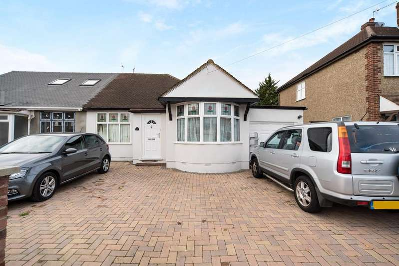 3 Bedrooms Bungalow for sale in Cheyne Avenue, Twickenham