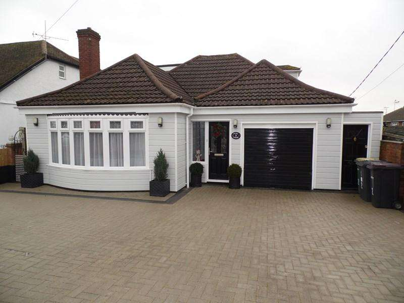 4 Bedrooms Chalet House for sale in Waxwell Road, Hullbridge