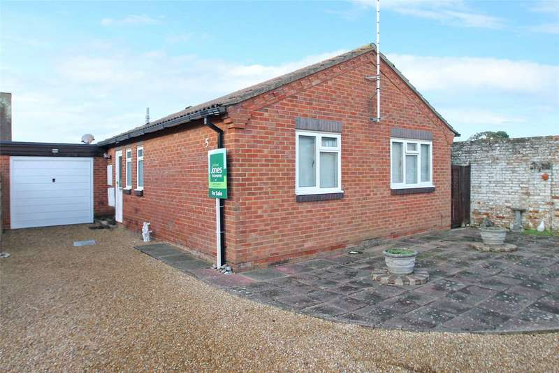 2 Bedrooms Bungalow for sale in Brou Close, East Preston, West Sussex, BN16