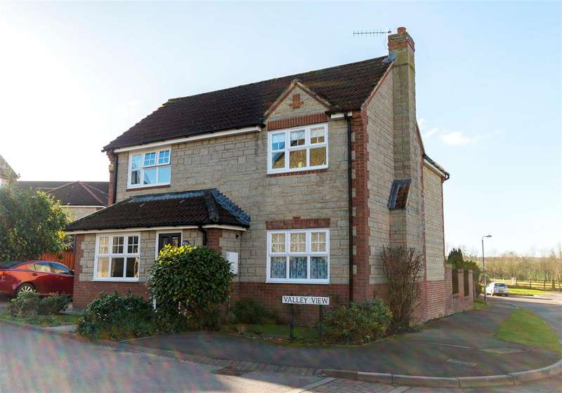 4 Bedrooms Detached House for sale in Valley View, Calne