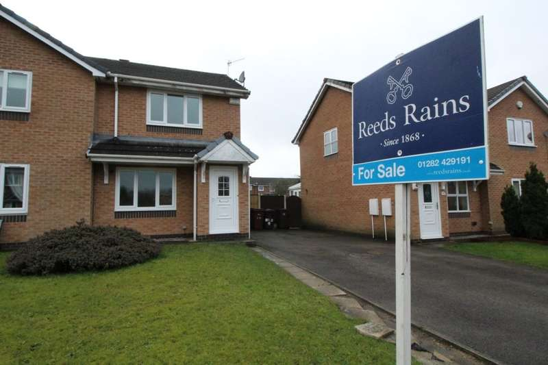 2 Bedrooms Semi Detached House for sale in High Close, Burnley, BB12