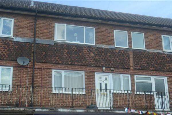 2 Bedrooms Mews House for rent in Myatt Avenue, Aldridge, Walsall