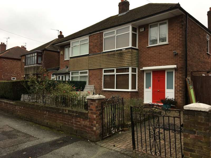 3 Bedrooms Semi Detached House for rent in Victoria Road, Whalley Range M16