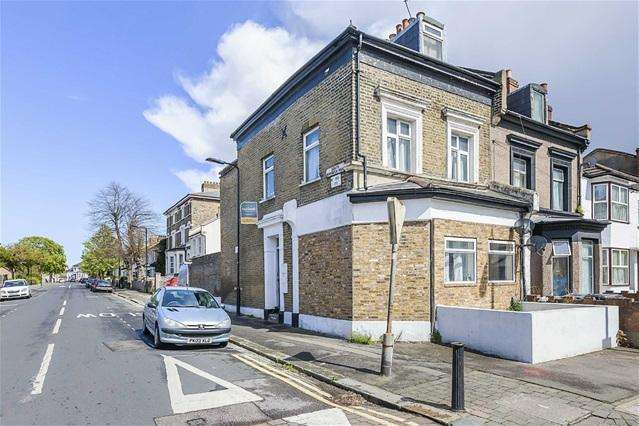 2 Bedrooms Flat for sale in Langthorne Road, Leytonstone