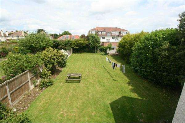 5 Bedrooms Detached House for sale in Oxford Road, Frinton on Sea