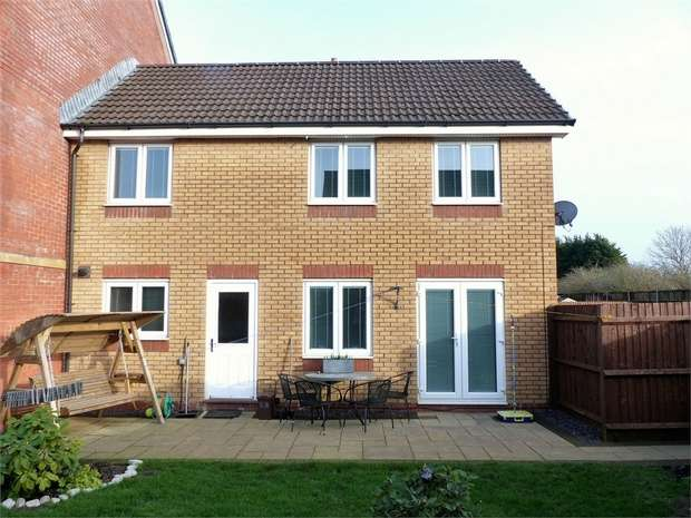 3 Bedrooms Terraced House for sale in Longacres, Brackla, Bridgend, Mid Glamorgan