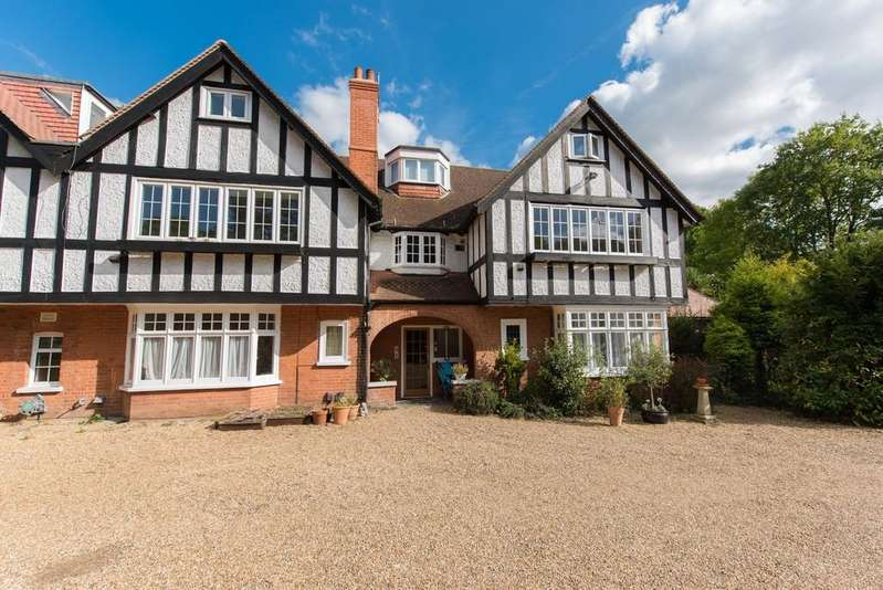 3 Bedrooms Apartment Flat for sale in Claremont Lane, Esher