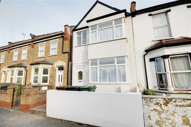 3 Bedrooms House for sale in Belmont Park Road, Leyton