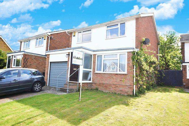 3 Bedrooms Detached House for sale in Mynn Crescent, Maidstone