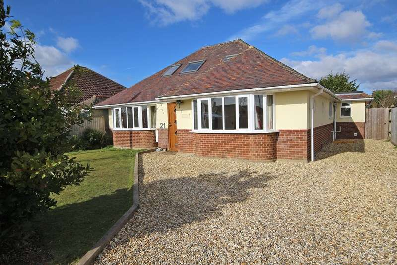 5 Bedrooms Chalet House for sale in Heathwood Avenue, Barton On Sea, New Milton