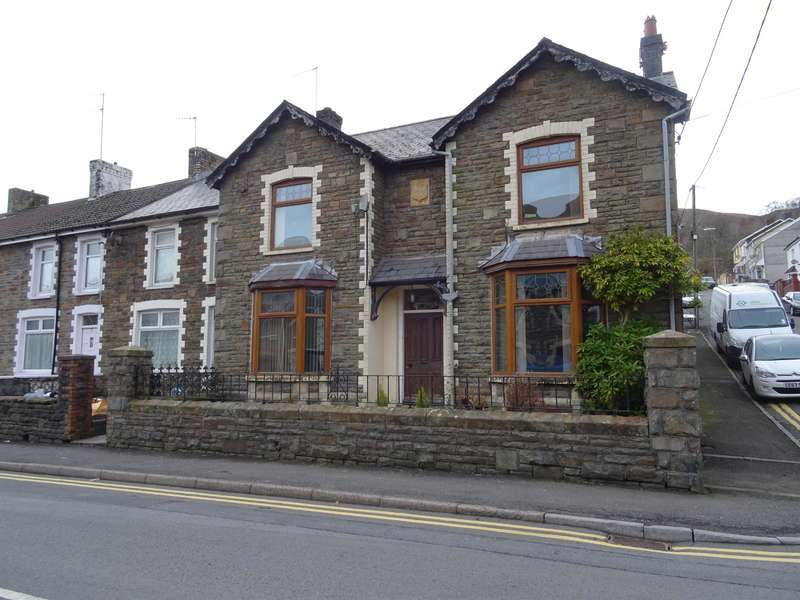 4 Bedrooms Detached House for sale in Dunraven Place, Ogmore Vale, Bridgend, CF32 7ET