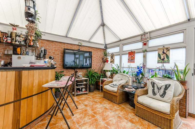 3 Bedrooms House for sale in Heathstan Road, Shepherd's Bush, W12