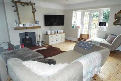 5 Bedrooms House for rent in Bassett Gardens, Bassett