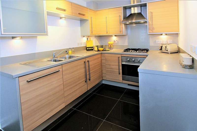 3 Bedrooms Town House for sale in Silver Streak Way, Rochester, Kent