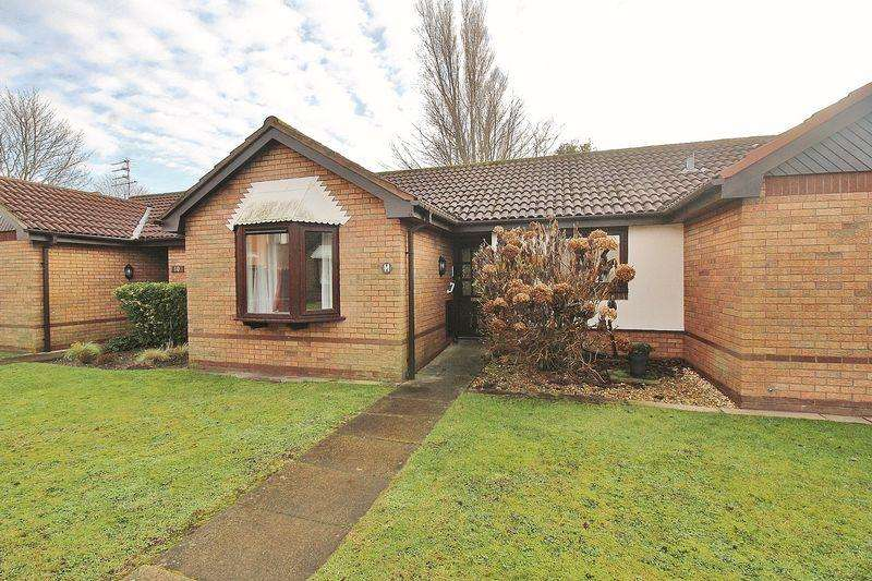 2 Bedrooms Bungalow for sale in The Woodlands, Ainsdale