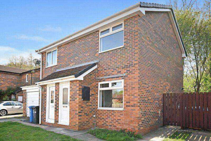 2 Bedrooms Semi Detached House for sale in Chiswick Close, Runcorn