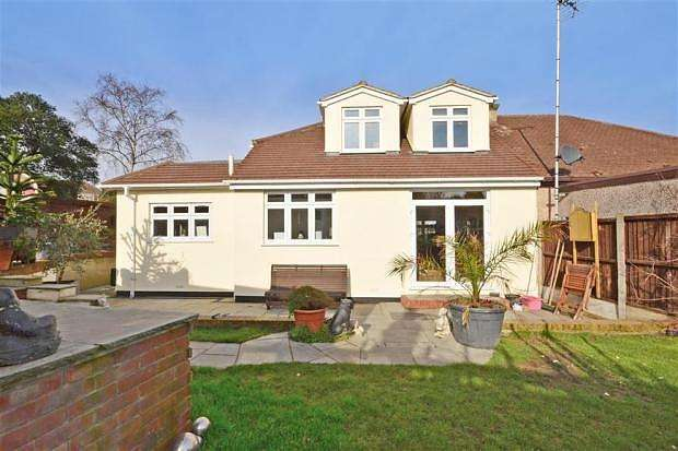 3 Bedrooms Semi Detached Bungalow for sale in Havering Road, Romford, RM1