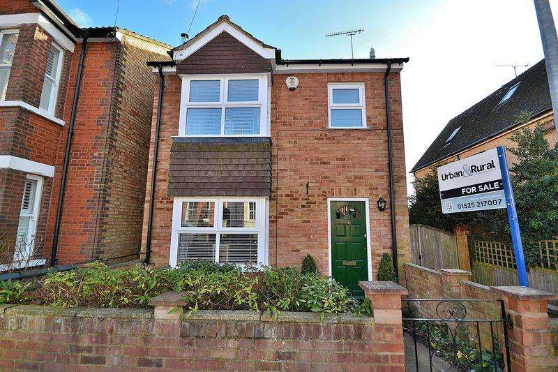 4 Bedrooms Detached House for sale in Albany Road, Leighton Buzzard