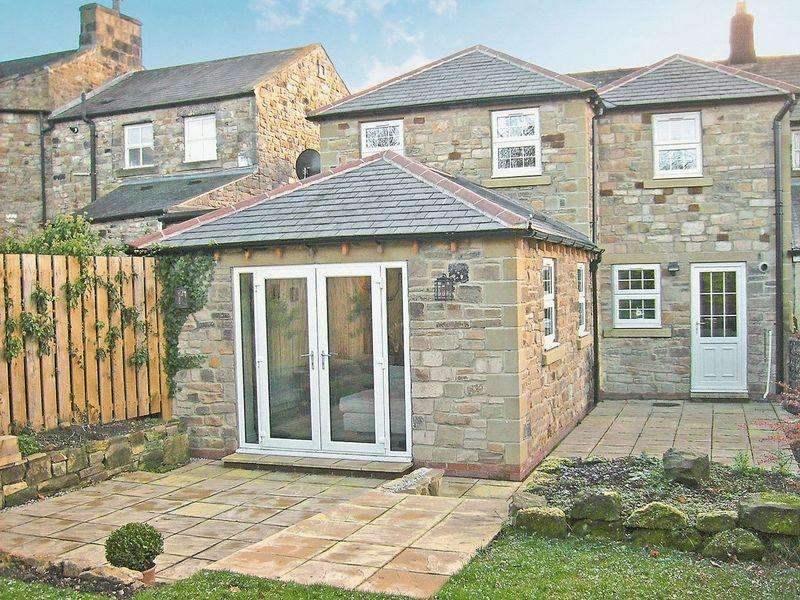 3 Bedrooms Terraced House for sale in Main Street, Acomb