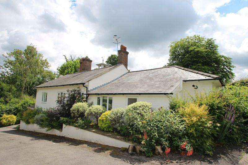 3 Bedrooms Detached Bungalow for sale in Knowle Park, Knowle Lane, Cranleigh