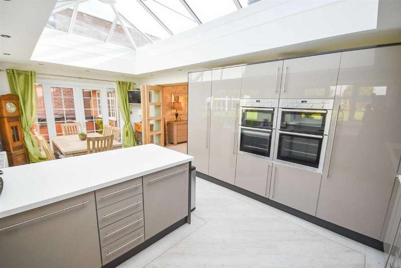 5 Bedrooms Detached Bungalow for sale in Burnside Grove, Tollerton, Nottingham