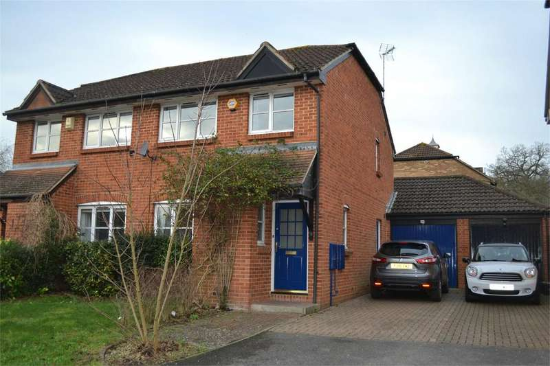 3 Bedrooms Semi Detached House for rent in Cotterell Gardens, Twyford, Berkshire, RG10