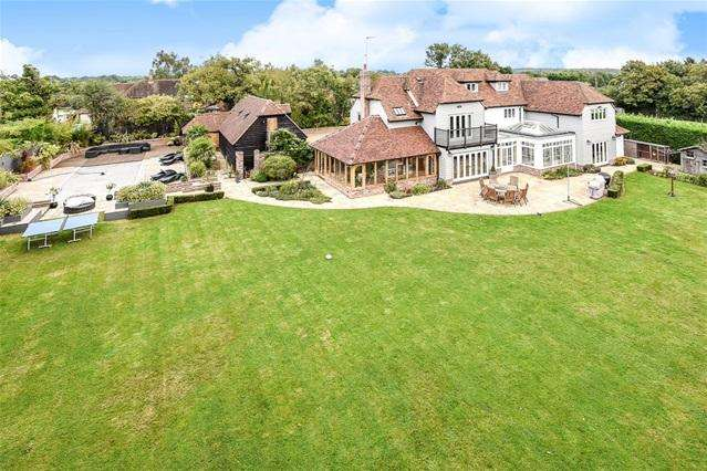 5 Bedrooms Detached House for sale in Standon Green End, Nr Ware