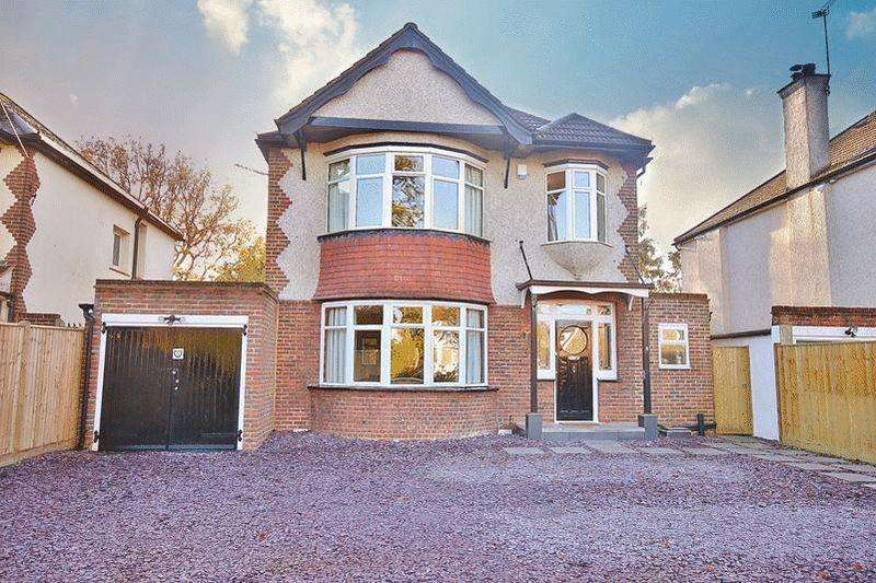 5 Bedrooms Detached House for sale in Burntwood Lane, Caterham