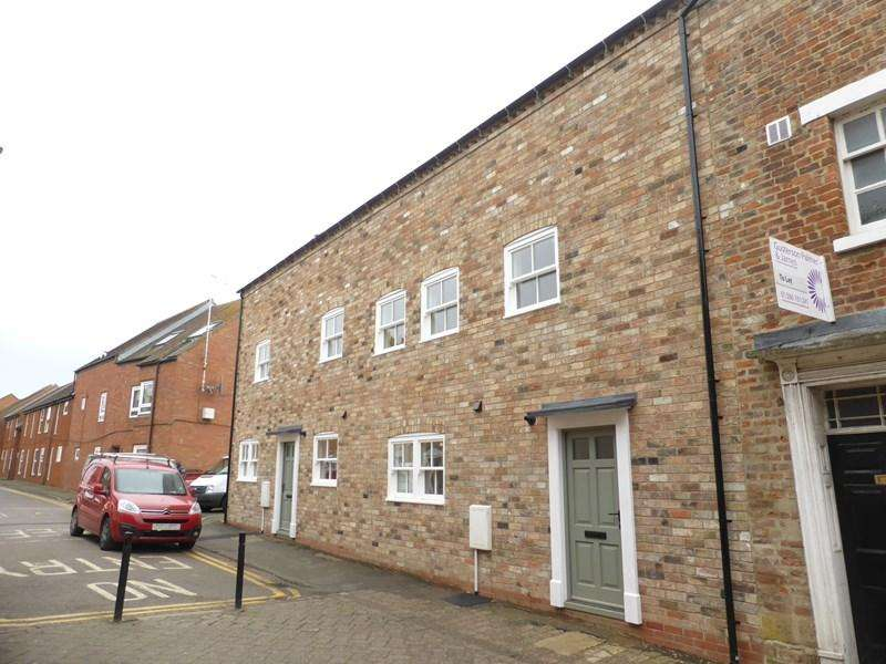 3 Bedrooms Terraced House for sale in Cowl Street, Evesham