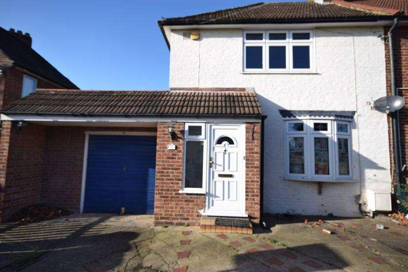 3 Bedrooms Semi Detached House for rent in Boxoll Road, Dagenham